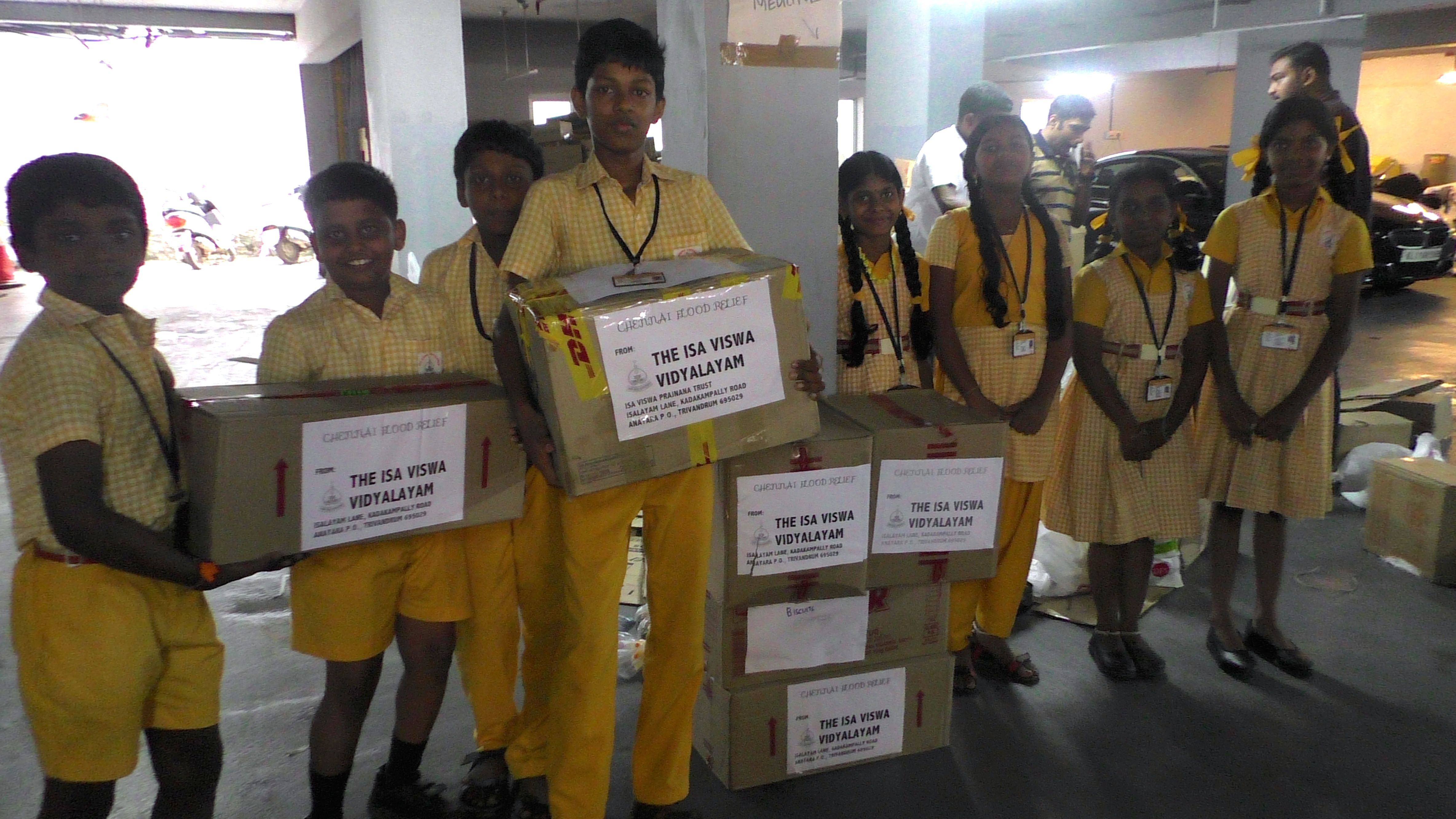 Students of Isa Viswa Vidyalayam giving food to Chennai flood relief efforts